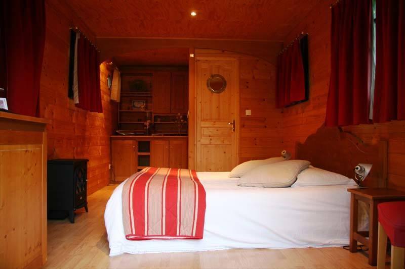 la chambre d 39 h tes proche d 39 aix les bains la roulotte. Black Bedroom Furniture Sets. Home Design Ideas