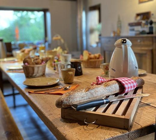 image petit déjeuner tables d'hôtes à la jument verte